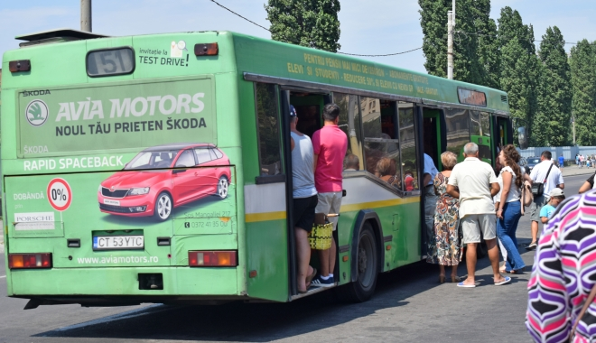 Foto: SCHIMBĂRI MAJORE LA RATC! Accesul în autobuze se va face PE O SINGURĂ UŞĂ ŞI COBORÂREA PE DOUĂ