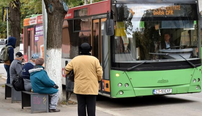 Foto: Autobuzele circulă în program de week-end, în mini-vacanţa de 1 Decembrie