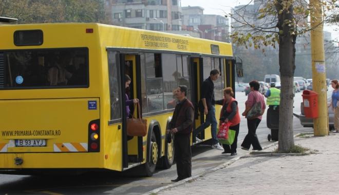 Foto: Anunţ de la RATC. Cine poate circula gratuit cu autobuzul