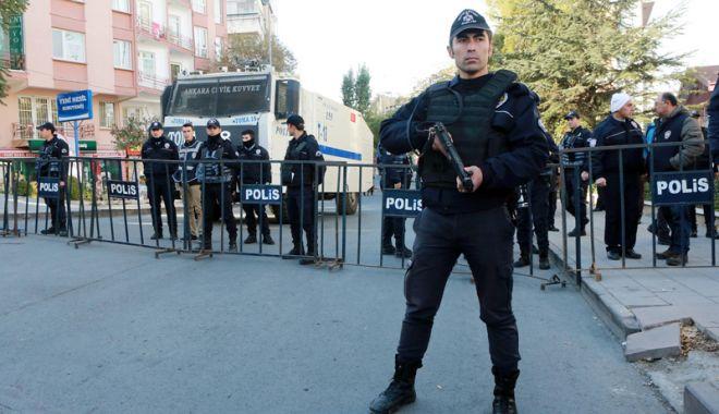 Foto: Autorităţile turce au emis mandate de arestare pe numele a 101 militari