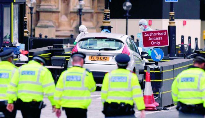 Foto: Autorul atacului din faţa parlamentului britanic va fi adus, astăzi, în faţa instanţei