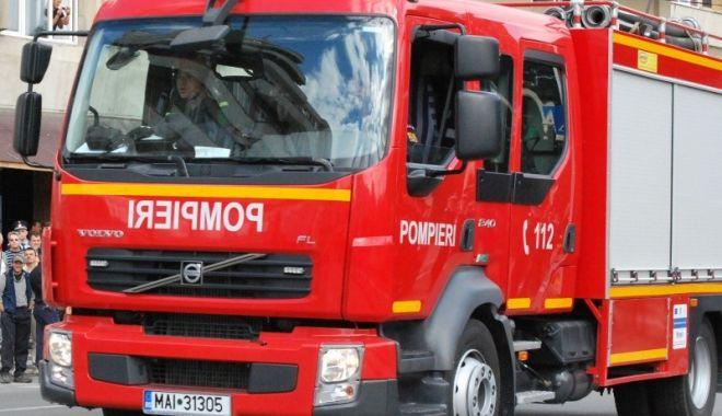 Foto: Incendiu violent într-un bloc de 10 etaje. Focul a pornit de la LIFT