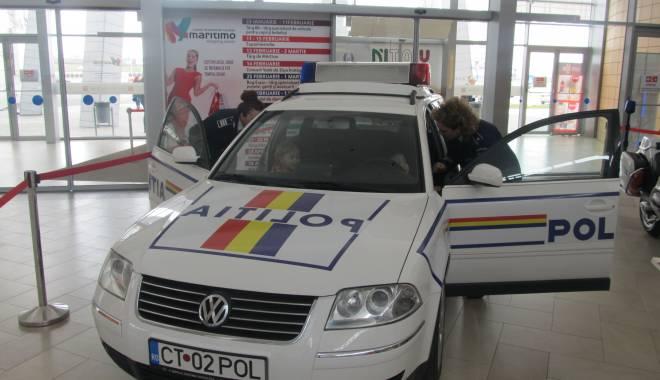Foto: Galerie foto. Autospecialele şi motocicletele poliţiştilor, expuse la Maritimo