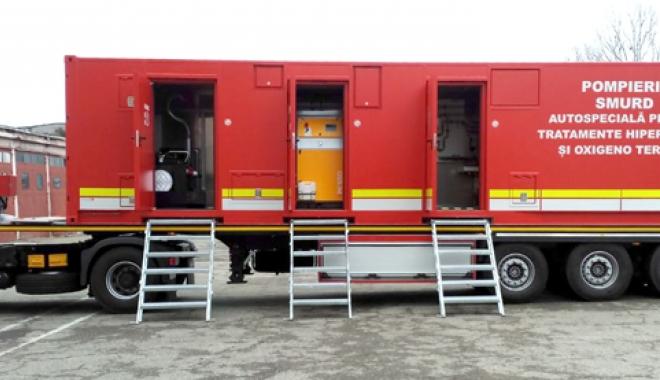 Foto: Echipamente noi şi moderne la ISU Constanţa. Autospeciala hiperbarică asigură stabilizarea victimelor incendiilor