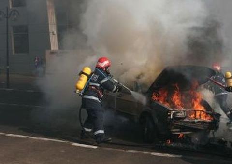 Foto: Autoturism ars ca o torţă, la Constanţa. DOUĂ VICTIME!