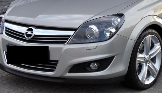 Foto: Opel Astra cu ITP fals, descoperit în PTF Negru Vodă
