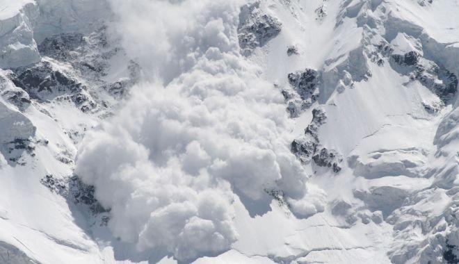 Foto: Mergeţi în expediţii montane? Atenţie, risc mare de avalanşe!