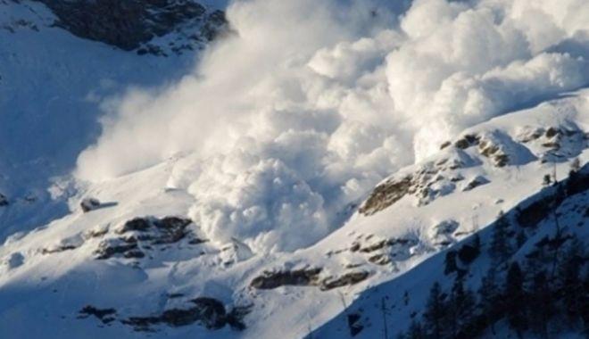 Foto: Cel de-al doilea turist surprins de avalanşa din Munţii Bucegi a fost găsit mort