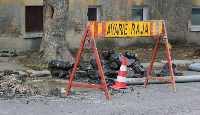 Foto: Atenţie, constănţeni! Trafic blocat pe strada Soveja. Se lucrează la conductele de apă