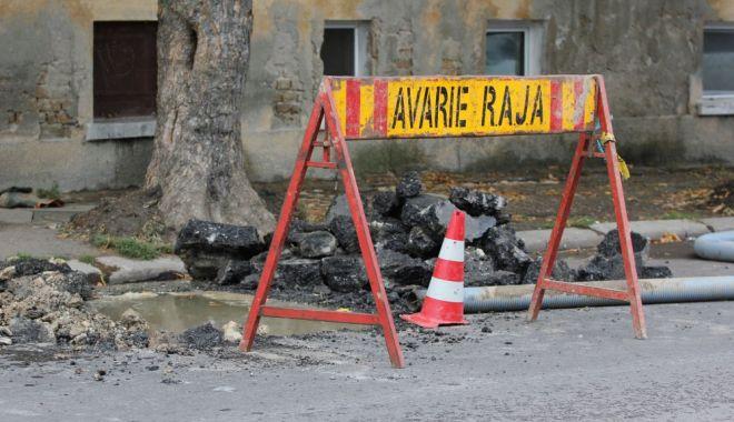 Foto: Atenţie, şoferi! Trafic blocat! Se lucrează la conductele de apă