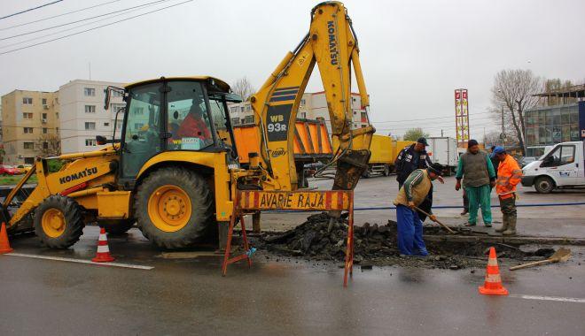 Foto: Atenţie, şoferi! Trafic blocat pe strada Frunzelor din Constanţa. Se lucrează la conducta de apă