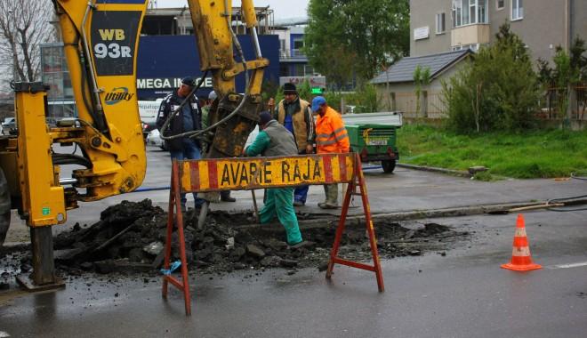 Foto: Atenţie, constănţeni! Trafic blocat pe strada Ion Lahovari. Se lucrează la conductele de apă