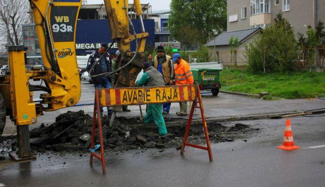 Foto: Atenţie, constănţeni! Trafic blocat! Se lucrează la o conductă