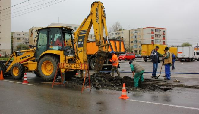 Atenţie, şoferi! Trafic îngreunat pe bulevardul Mamaia. Se lucrează la o conductă de apă - avarieraja8-1507815427.jpg