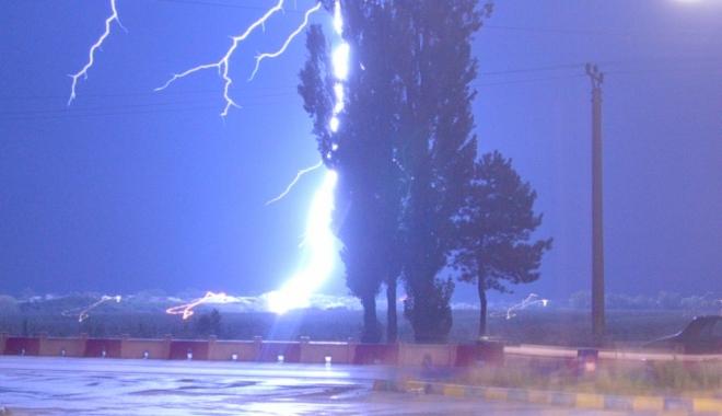 Foto: SE STRICĂ VREMEA DRASTIC, LA CONSTANŢA! AVERTIZARE METEO DE PLOI TORENŢIALE, VIJELII ŞI DESCĂRCĂRI ELECTRICE