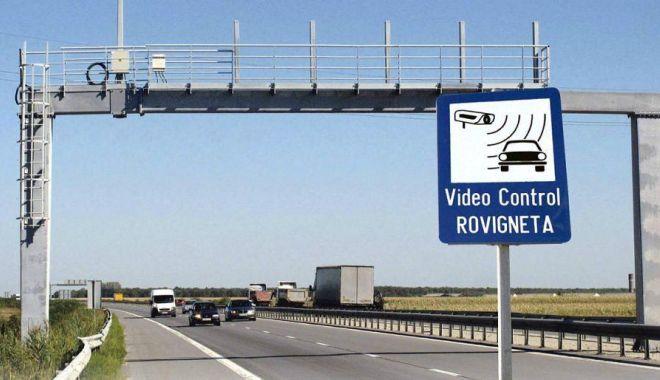 Foto: Aveţi drum în ţară? Nu uitaţi de rovinietă şi de taxa de autostradă