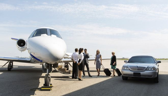 Foto: Aviaţie şi afaceri. Week-end  de lux la Aeroportul Tuzla