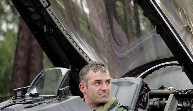 """Foto: """"Noi, militarii, avem ceva ce se numeşte ONOARE şi MÂNDRIE! Vă mulţumesc că mă aruncaţi la gunoi"""""""