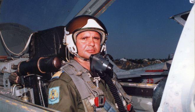 Piloţi de elită, pe MiG-29. Aterizare de noapte, în condiţii grele! (II) - aviatori2-1554993078.jpg
