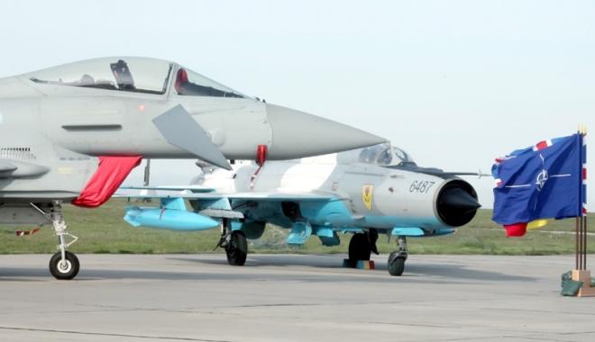 Foto: Avioanele britanice Typhoon dislocate de NATO la Kogălniceanu şi-au început misiunea