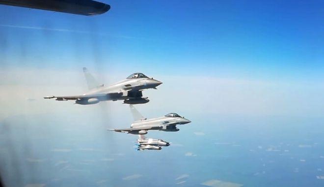 Foto: ALERTĂ LA MAREA NEAGRĂ: Şase bombardiere ruseşti, INTERCEPTATE de avioane de vânătoare britanice