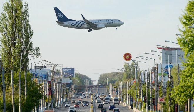 Foto: Aterizare de urgență, pe aeroportul Otopeni, a unui avion cu 170 de pasageri la bord