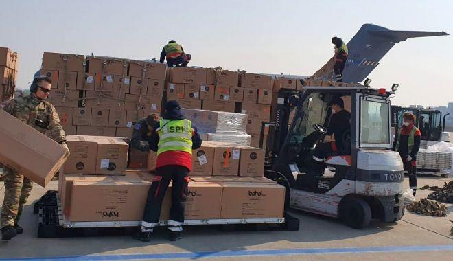 Foto: O aeronavă militară a adus materiale sanitare din Turcia