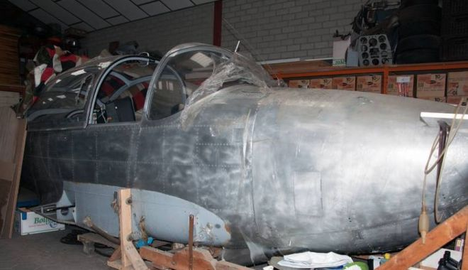 Foto: A servit în aviaţia militară germană, dar zace în hangar. Ar mai avea şanse de decolare? / GALERIE FOT0