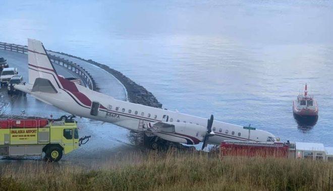 FOTO. O aeronavă plină cu oameni a ratat aterizarea - avion189396900-1571389539.jpg