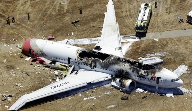 Foto: Cauzele accidentului aviatic din San Francisco - pilotul era la primul zbor