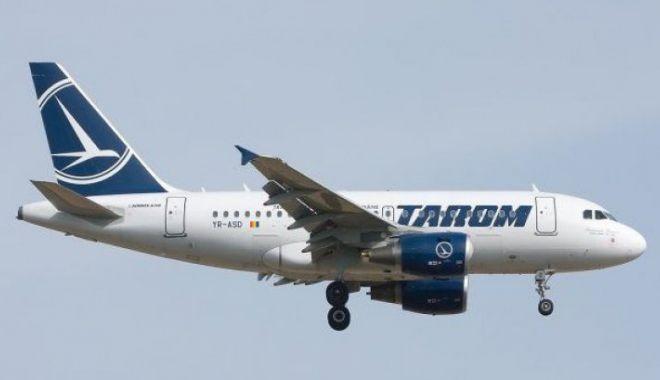 Foto: PANICĂ LA BORD! Un avion Tarom a fost lovit de un fulger
