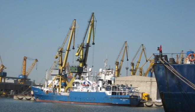 Foto: 57 nave sosesc în porturile româneşti