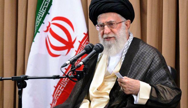 Foto: Ayatollahul Khamenei ordonă reluarea programului iranian de îmbogăţire a uraniului