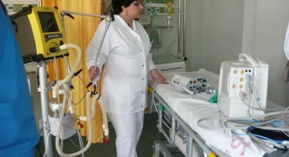 Foto: Bolnavii de la Terapie Intensivă, transportaţi într-un pat de 15.000 de euro