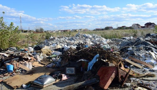 Foto: TDS! Teren cu destinaţie specială: gunoaie, mizerii şi bălării cât casa. Nu rataţi ediţia de mâine a ziarului nostru!