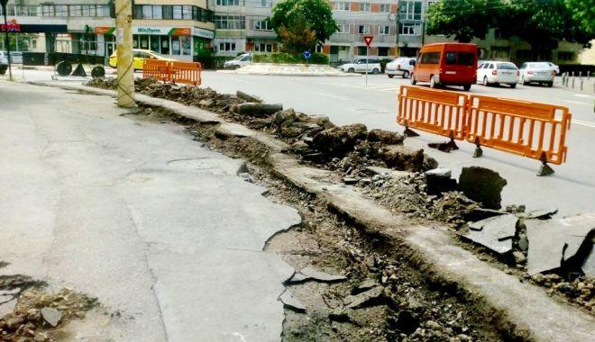 Foto: Atenţie unde parcaţi maşinile! Trotuarele de pe Baba Novac, reabilitate