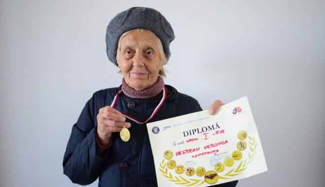 Foto: Octogenara Veronica Negreanu, premiată, din nou, la cros