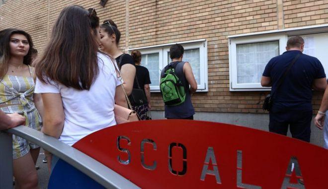 Foto: Bacalaureat 2020, sesiunea specială / Absolvenții de liceu susțin astăzi proba la alegere a profilului și specializării