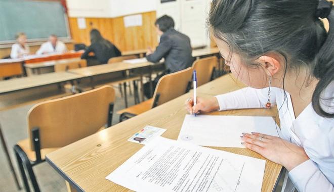 Foto: Concurs de fizică şi chimie pentru elevii din mediul rural