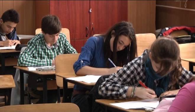 Bacalaureat 2015. Absolvenții claselor  a XII-a susțin proba orală - bacalaureat2015probaorala-1433682185.jpg