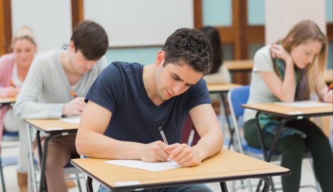 Foto: BACALAUREAT 2017. Asociaţia Elevilor consideră improprii condiţiile de susţinere a examenului