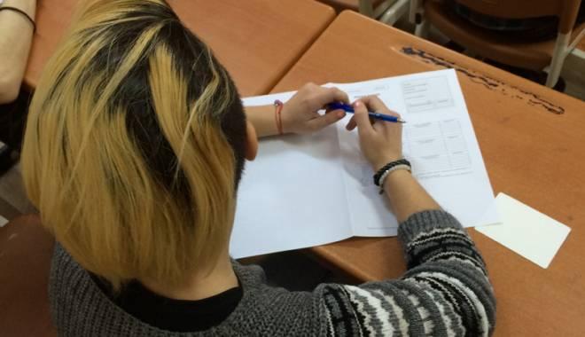 """Foto: Colegiul Naţional Pedagogic """"Constantin Brătescu"""", numai patru respinşi"""