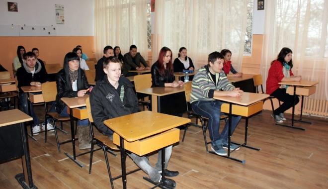 Foto: 10 elevi constănţeni pot susţine Bac-ul mai devreme