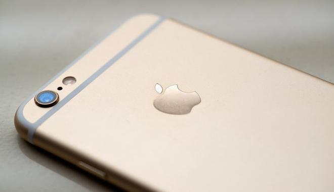 Foto: Apple, dat în judecată. A blocat iPhone-urile a sute de clienţi