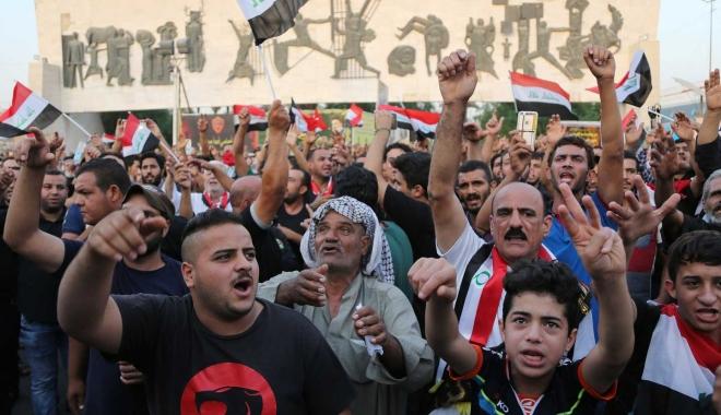 Foto: Violenţe între poliţie şi manifestanţi la Bagdad. Mai multe persoane au fost rănite