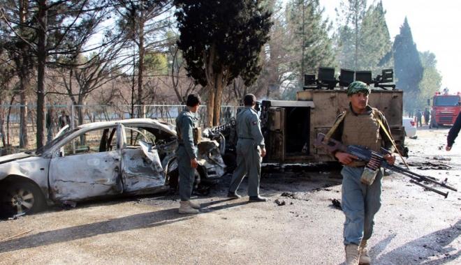 Foto: Baie de sânge în Afganistan:  Cel puţin 20 de persoane ucise şi 50 rănite, în explozia din faţa unei bănci