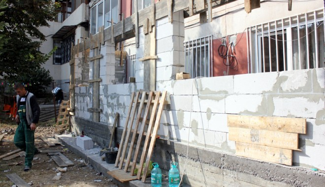 """Foto: Operaţiunea """"Balconul"""" a aruncat un bloc în aer!"""