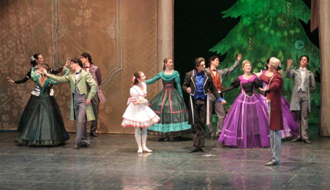 """Foto: Teatrul  """"Oleg Danovski"""" îşi deschide stagiunea"""