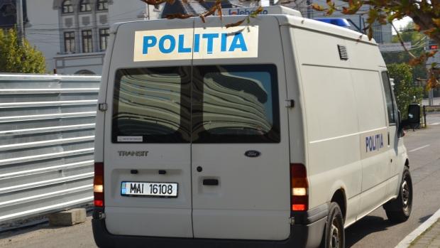 Foto: BANCĂ SPARTĂ DE HOŢI! Aceştia nu au reuşit să deschidă seiful şi au fugit