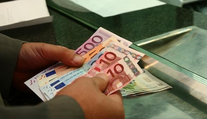 Foto: Băncile reacţionează la legea